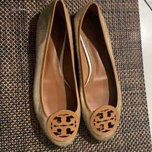TORY BURCH REVA FLATS! SIZE 8 LIGHTLY WORN ONCE!